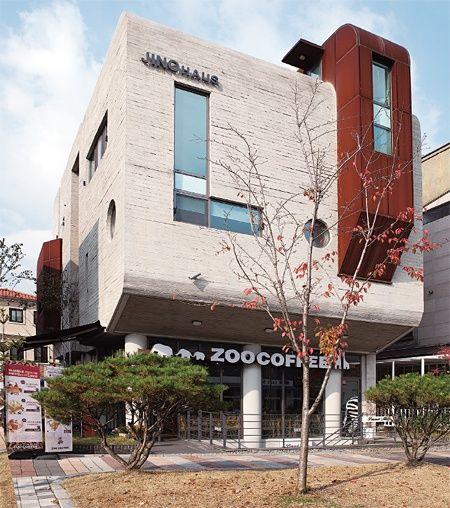 [점포 겸용 주택] 발상의 전환으로 수익성 극대화한 판교 500.5㎡(151.7평) 점포 겸용 주택 'JINO HAUS'