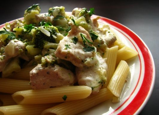 Tento recept som našla na stránke časopisu Dobré jedlo . Keďže som doma mala brokolicu, tak som sa rozhodla spraviť komplet brokolicové menu...