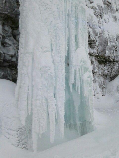 Hoogste bevroren waterval van Zweden ( Njupeskär ) in Fulufjällets Nationalpark