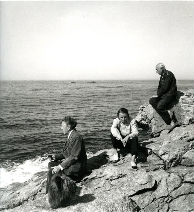 André Breton, Toyen (Marie Čermínová), Benjamin Péret photographiés par Elisa Breton à l'île de Sein en 1947