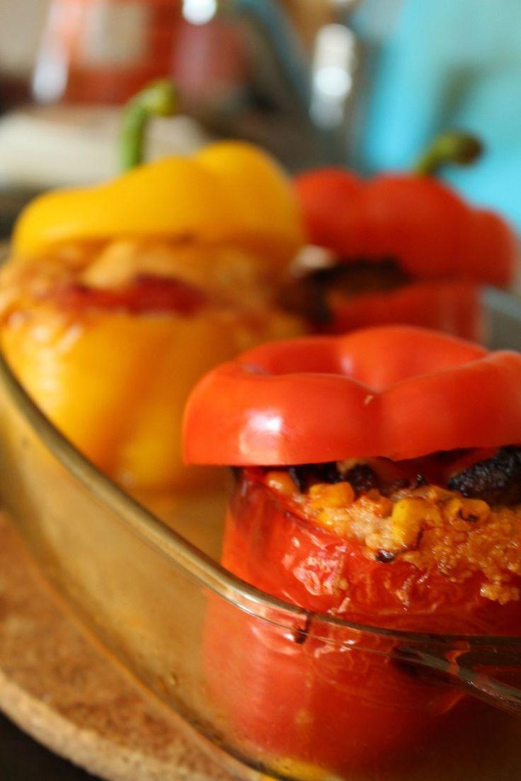 Faszerowane papryki - przepis na zdrowy, fit obiad, także dla osób na diecie! Faszerowane papryki z mielonym indykiem, kukurydzą i kaszą jaglaną
