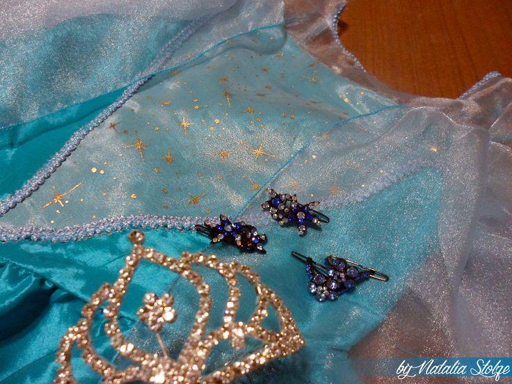 Frozen Elsa dress. Vestido de la reina Elsa adaptado para una niña de seis años.