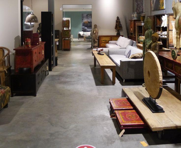Houten kasten, side tables en comfortabele banken. Zen Lifestyle is gevestigd in Wijchen bij Nijmegen en heeft showroom van 10.000 m². Natuurlijk vind je in onze winkel onze eigen producten, zoals ons aanbod vintage en retro banken, onze topsellers, zoals het vintage tv-dressoir Stan. Maar ook hebben wij de mooie collectie van Zuiver en Duchtbone en vind je er nog veel meer topmerken, zoals Be Pure, JouwMeubel, UrbanSofa, Fatboy, Makkii, Woood etc.