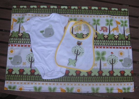 Animal baby gift set in green and yellow - whale applique!Baby Gift