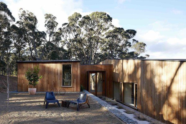 Photo 14 of 14 in A Bushland Home in Melbourne That's Divided Between…