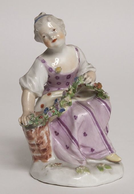 Figurin, sittande flicka med överkroppen i halvprofil, c. 1770, Wiener Porzellanmanufaktur, Wien, Österrike