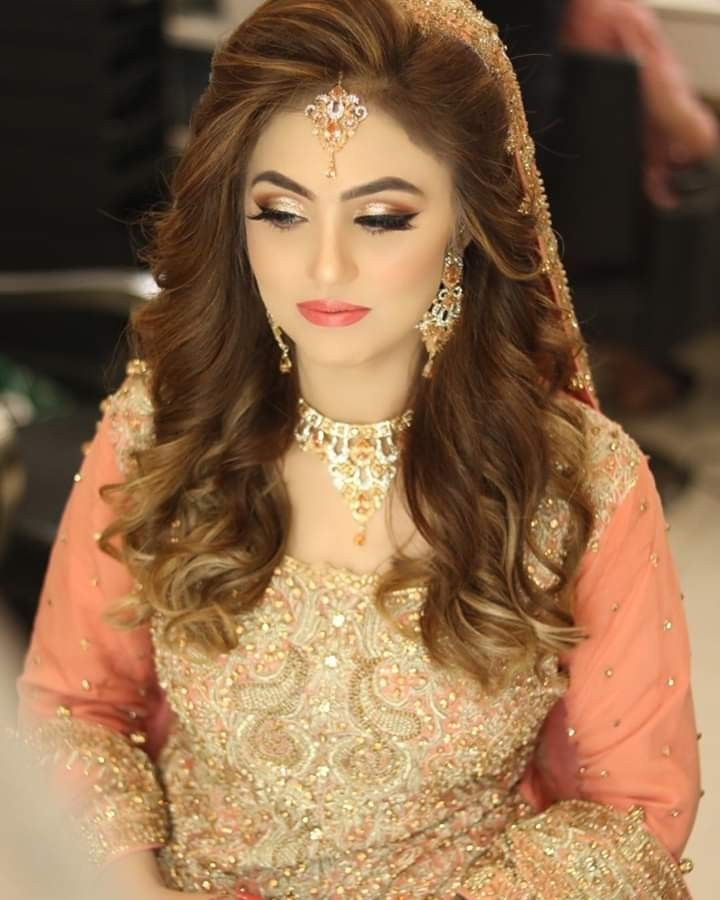 Pin By Maha On Hair Pakistani Bridal Hairstyles Engagement Hairstyles Hair Design For Wedding