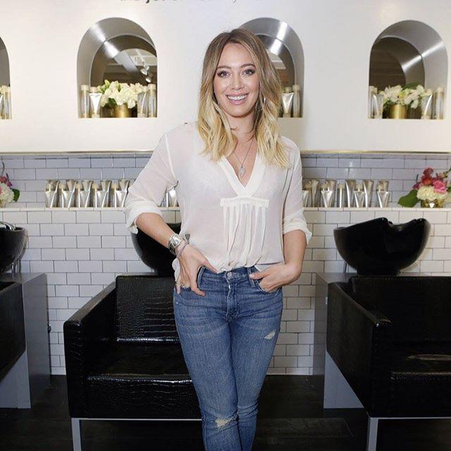 #Hilary Duff aclarando su cabello gracias a #Joico en #NineZeroOne Salon.