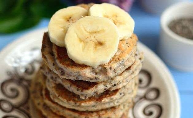 Wegańskie bananowe placuszki z nasionami chia / Przepisy - SANTE