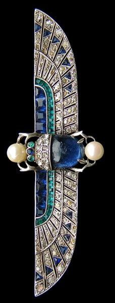 Art Deco silver jewellery with what appears to be blue sapphires. Again like many piece of art deco jewellery, I can visualise this kind of shape as a hieroglyph or symbol on a surface.