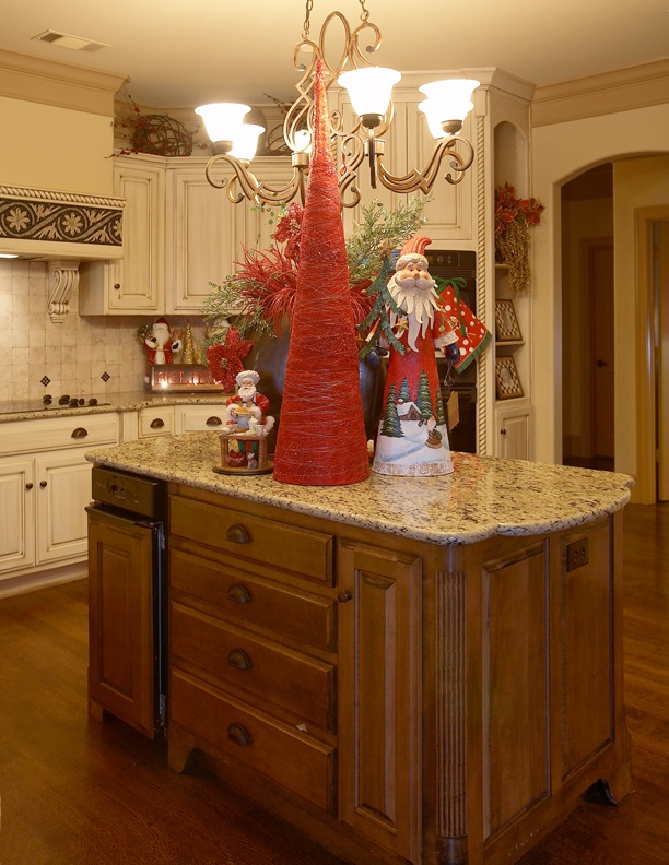 17 best images about christmas kitchens on pinterest for Christmas decorating ideas for kitchen cabinets