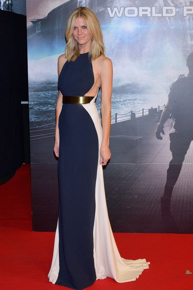 Brooklyn Decker Evening Dress - Brooklyn Decker looked sleek in this two-toned figure-flattering dress at the 'Battleship' premiere in Japan.