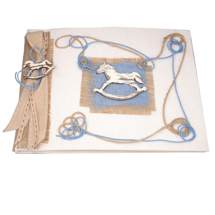 Χειροποίητο Βιβλίο Ευχών Βάπτισης - Θέμα αλογάκι. Ξεχωριστό βιβλίο ευχών με θέμα το αλογάκι σε μπλε ρουά χρώμα συνδιασμένο με γήινες αποχρώσεις & λινάτσα.  Διαστάσεις 25 Χ 20 εκ  Φύλλα: 25 - χρώμα ίδιο με το εξώφυλλο, χονδρά    * Το κουτάκι που φαίνεται στην δεύτερη φωτογραφί