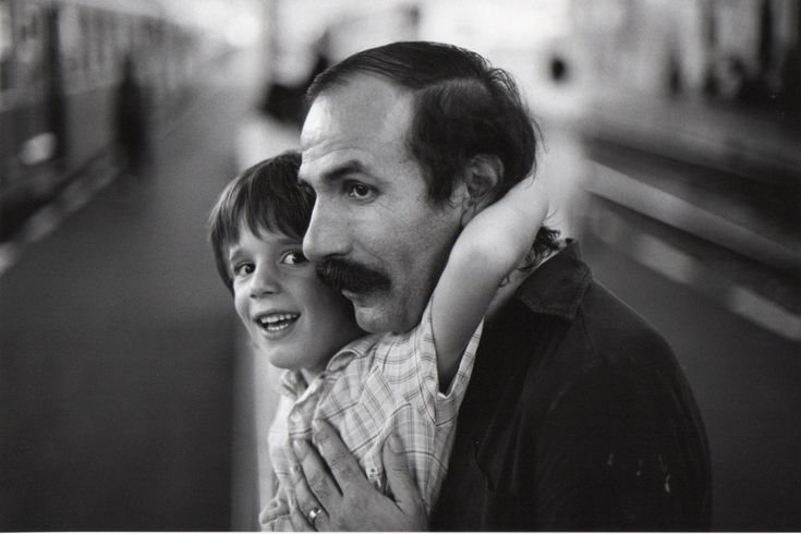 See the link arisen, hands on bodies, protection and carefulness, a train about to leave or just arrived, a man and a child. A smile given to us in the lifeline. Photo : Gilles and Frederic Mora, 1980, by Bernard #Plossu. #fatherhood