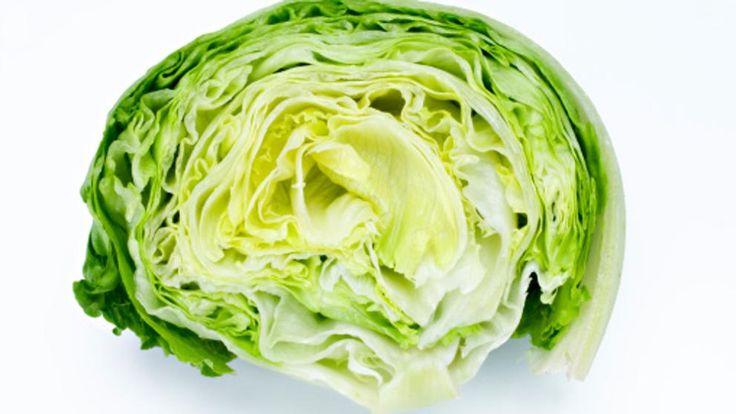 Corren malos tiempos para la lechuga 'iceberg'. En la era de la cocina green and healthy (verde y saludable), la bola verde pálido envuelta en plástico languidece. Es el momento de las hojas...