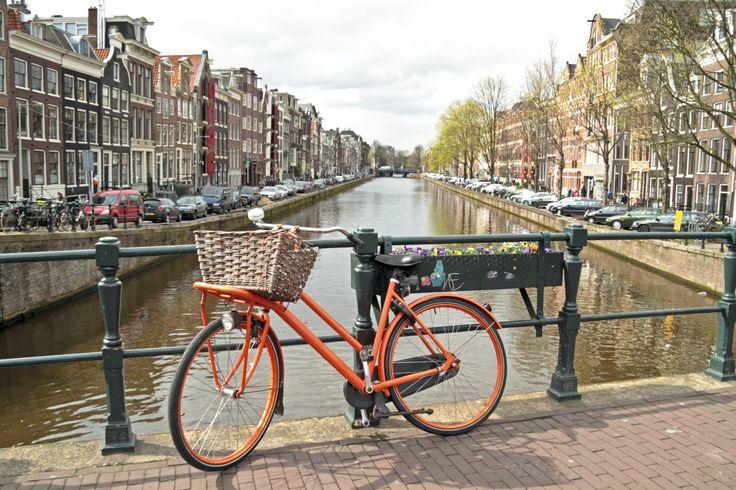 ¿SABÍAS QUE... Holanda es el país donde más uso se da a la bicicleta?  Disponen de unos 32.000 kilómetros de carriles bici y más del 70% de los desplazamientos de sus habitantes se realizan a través de este medio de transporte. Foto: Bicicleta ©nisanga
