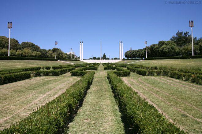 Parque Eduardo VII, Lisbon - Parque Eduardo VII (Edward VII Park) is the largest park in the center of Lisbon. Its main attraction is the Estufa Fria, a greenhouse garden in the northwest corner of the park.