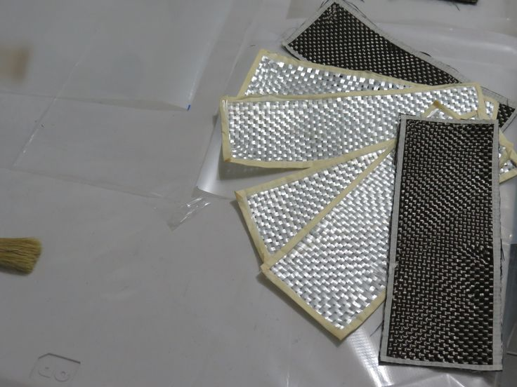 Fibras reforzadas de carbono y vidrio. Para mayor información, visita: www.carbonlabstore.com