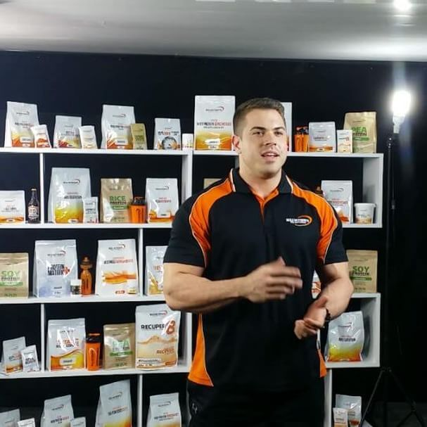 We loved having @samgrachan_wbffpro down at #BulkHQ yesterday sharing his meal prep tips with us.  Here is a behind the scenes clip highlighting that no matter how well you set up your studio, you will always have some external interruptions when filming.  Full video coming soon!  #bulknutrients #puresupplements #supplements #protein #mealprep