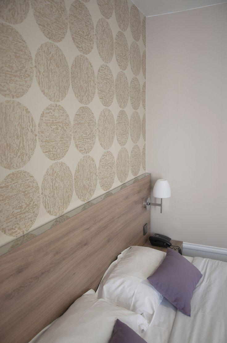 Joli papier peint Cole & Son, chambre d'hôtel Paris. Florence Tory www.f-tory.com
