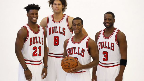 #NBA  Chicago Bulls' Jimmy Butler (21) laughs during a portrait session with his new teammates, from left Robin Lopez (8), Rajon Rondo and Dwyane Wade (3) during the NBA basketball team's media day Monday, Sept. 26, 2016, in Chicago. (AP Photo/Charles Rex Arbogast)