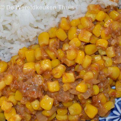 Zoals beloofd nog een recept uit de Indische keuken. Een absolute favoriet van ons omdat het lekker is en daarbij ook snel te maken. Het is een recept van Beb Vuyk, uit haar populaire Groot Indones…