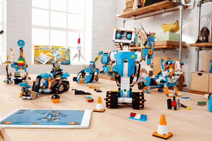 The kit comes with all the parts needed to build five different models: Vernie the Robot, Frankie the Cat, the Guitar 4000, the Multi-Tool Rover 4 (M.T.R.4), and the Autobuilder