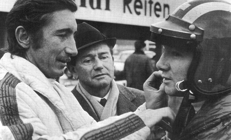 Jo Siffert, Ferry Porsche et Pedro Rodriguez. A noter que Pedro Rodriguez porte le casque de Jo Siffert.