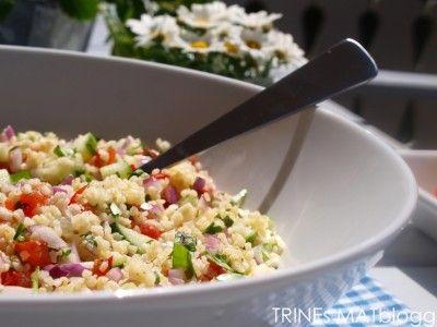 Tabbouleh - Verdens vakreste salat! Bløtlegg bulgur i 30 min, bruk 15 mynteblader og 1 hel sitron.