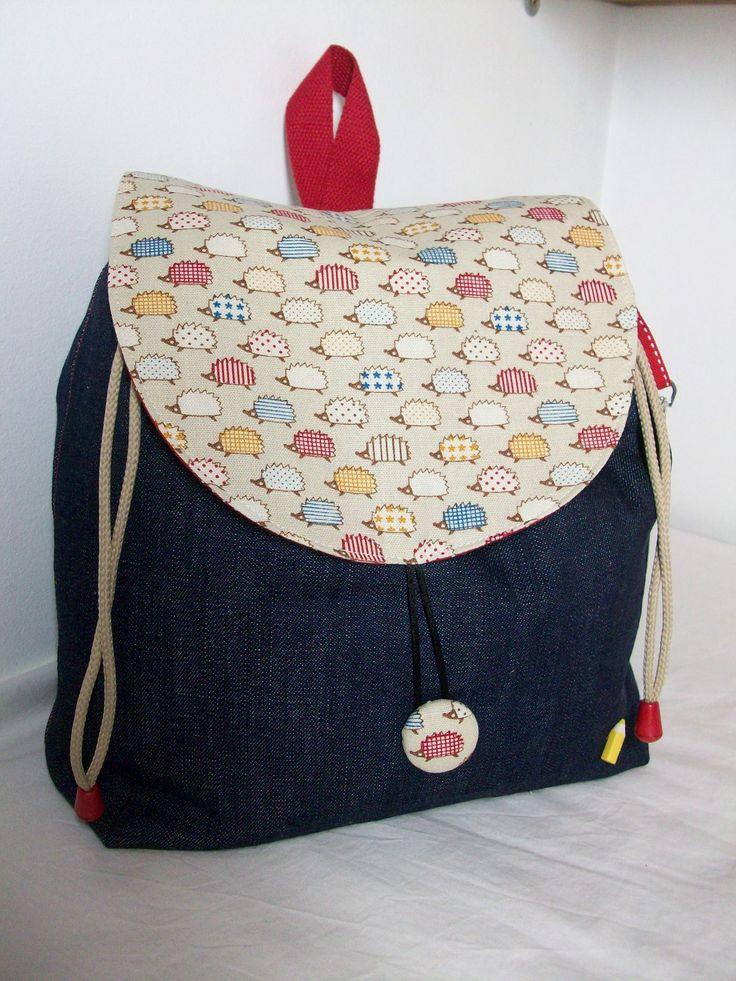 Sac Sac à dos enfant en jean et coton avec des motifs petits hérissons , pour la crèche ou la maternelle .... : Sacs enfants par cocoon-by-ln