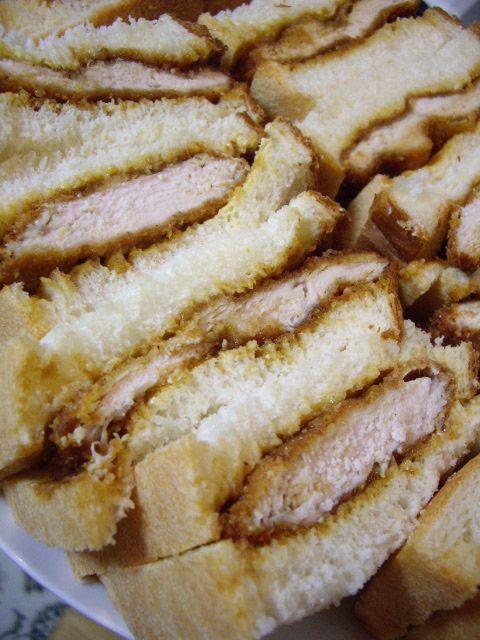 甘じょっぱいハニーマスタード×ソースのコラボ♪  食べすぎ注意なチキンカツサンドです♡♡(๑→ܫ←)♡♡