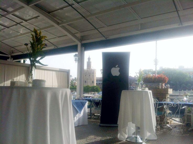 Montaje y preparacion para el evento de Apple, Mayo 2015