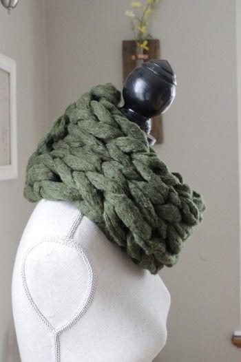 極太の糸で編むとボリューム満点!糸の選び方にこだわると楽しそうです。