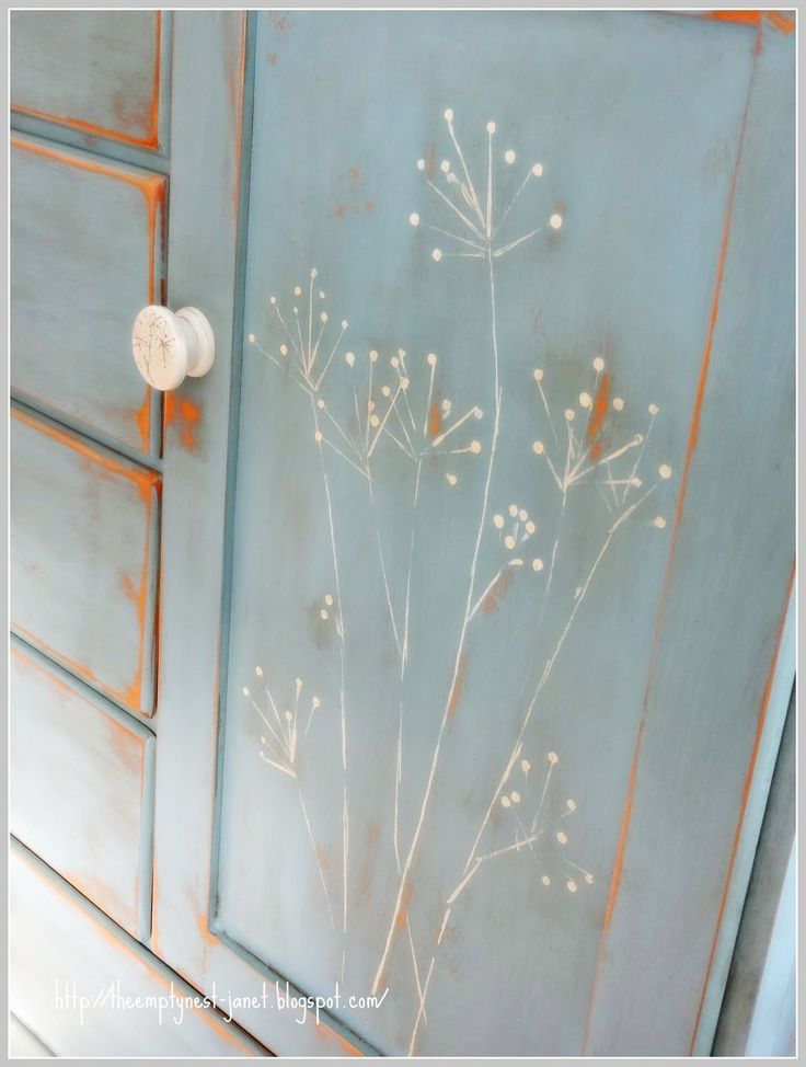 Easy way to paint flower stems, without a brush The Empty Nest: ~Paint Transformations...following Annie Sloan's lead~