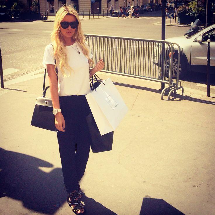#Hermes Kelly bag ,#Alaia sandals ,#LindaFarrow sunglasses