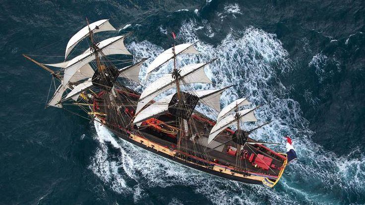 De 1992, année de la conception du projet de construction, au 18 avril 2015 date de son départ pour l'Amérique, il aura fallu près de 23 ans à la réplique de l'Hermione pour refaire le voyage qui emmena Lafayette vers Boston en 1780.