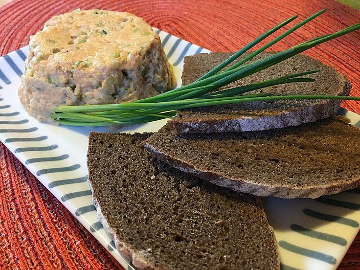Chefkoch.de Rezept: Forellentatar auf Pumpernickel