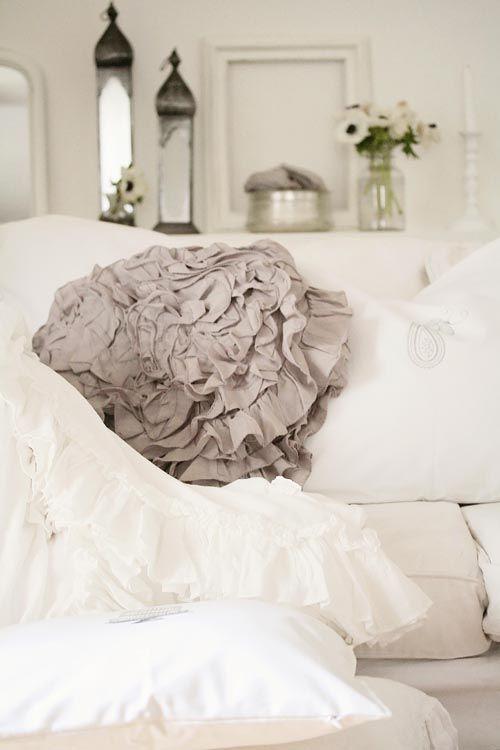 Comfy pleasure. <3White Home Decor, Romantic Beds, Decor Room, Soft Colors, Shabby Chic, White Decor, Romantic Home Decor, Pillows, White Room