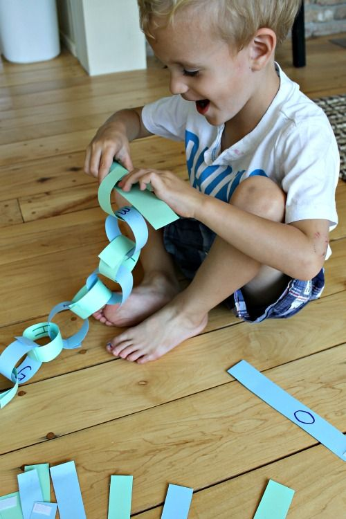 How to make a paper chain reusable for kids to learn the alphabet! It also makes it a great quiet time activity for kids.