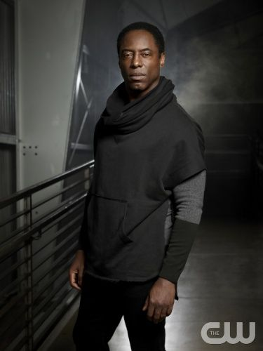 The 100 -- Image: HU01_JM_ Isaiah1_0130 -- Pictured (L-R): Isaiah Washington as Chancellor Jaha -- Photo: Joe Magnani /The CW -- © 2014 The CW Network. All Rights Reserved.