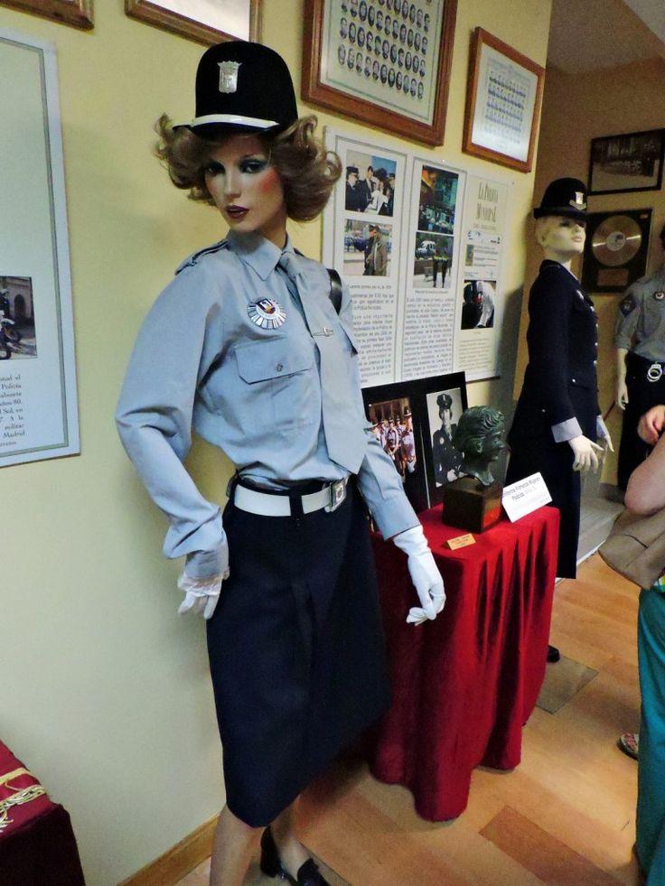 Museo Policía de Madrid - Uniforme de las primeras mujeres policías.