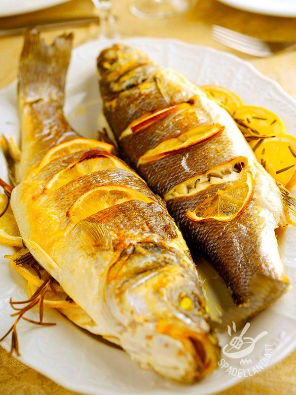 Sea bass with orange - Quando si accosta il sapore del mare agli aromi degli agrumi, il risultato è sempre un mix profumatissimo. Il Branzino all'arancia è irresistibile!