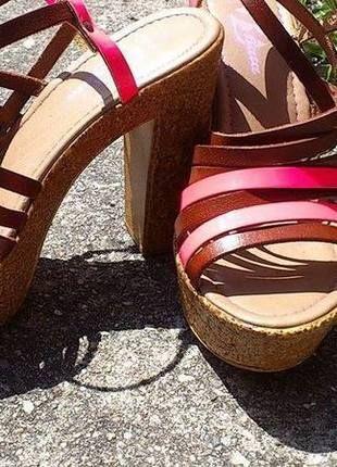 Kupuj mé předměty na #vinted http://www.vinted.cz/damske-boty/platformy/12754708-luxusne-kozene-remienkove-korkove-sandalky-na-platforme