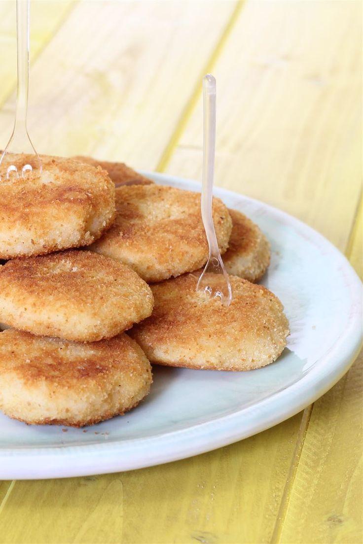 Le polpette di patate e riso sono delle gustose polpettine da servire come secondo piatto da accompagnare con un contorno di insalata verde. Sono facili da preparare e potete arricchirli aggiungendo all'impasto prosciutto o formaggio tagliati a cubetti.
