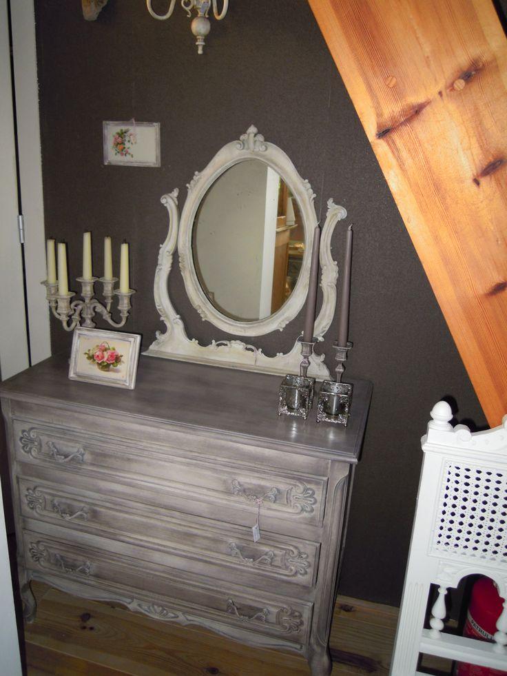 kandelaars en ladenkast, geverfd met krijtverf en geboend met colourwax mooie staanspiegel, wendbaar