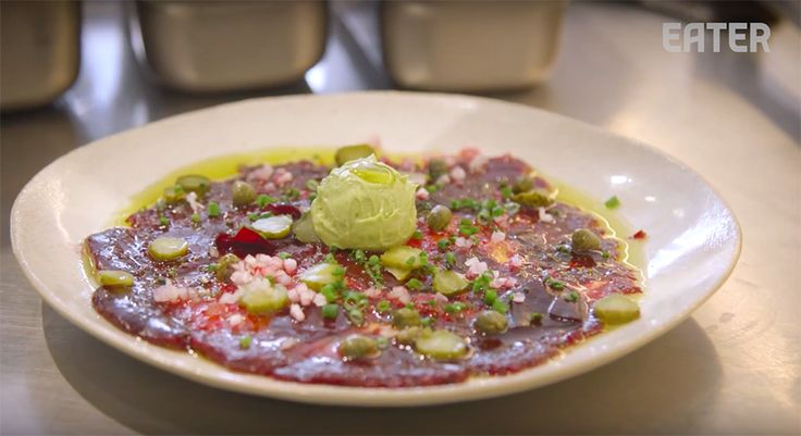 De vegetarisch keuken wordt gevierd bij restaurant abcV in NYC. Chef Neal Harden serveert hier vegetarische gerechten waarvan het water je in de mond loopt.