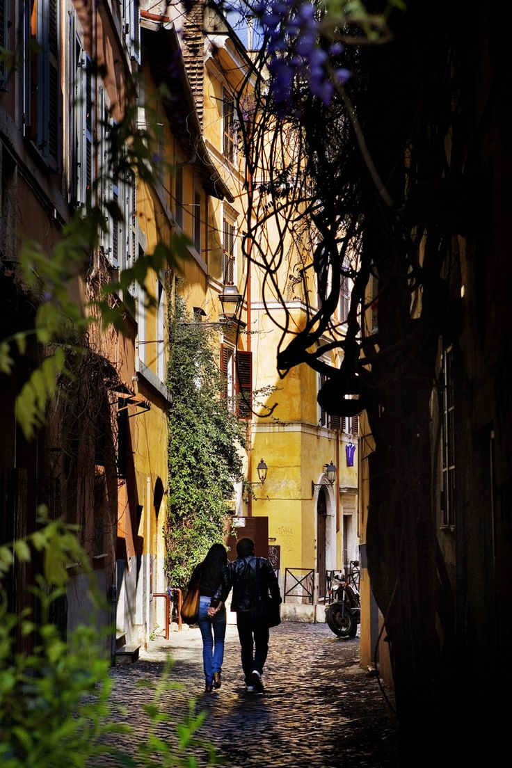 A caso ¿No es romántico? Llévate a tu pareja a pasear por Trastevere.
