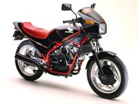HONDA VT250F(1982年) 全長×全幅×全高:2000×750×1175mm エンジン形式:水冷4ストローク90度V型2気筒DOHC4バルブ 排気量:248cc 最高出力:35ps/11000rpm 最大トルク:2.2kg-m/10000rpm 乾燥重量:162kg(乾燥149kg) 価格:399,000円(1982年)