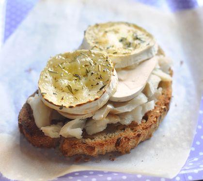 Tartine au chèvre Président - Envie de bien manger. Plus de recettes ici : www.enviedebienmanger.fr