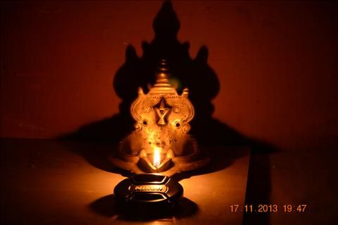1000 images about lamps on pinterest oil lamps antique for Agal vilakku decoration